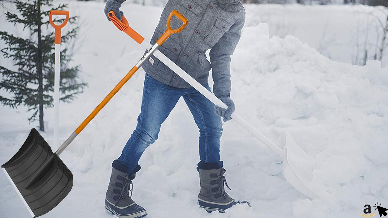 Fiskars Schneeräumer für kleine und große Schneemengen, Kunststoff-Schneeschieber 52 cm breite, Aluminium-Stiel, SnowXpert